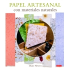 Papel artesanal con materiales naturales